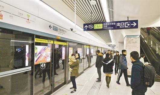 图为:岳家嘴站是8号线和4号线的换乘站
