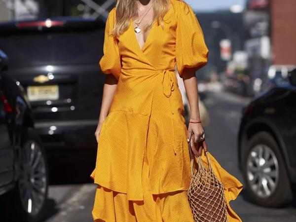 秋冬季暖色好看 姜黄色穿搭让你明艳动人