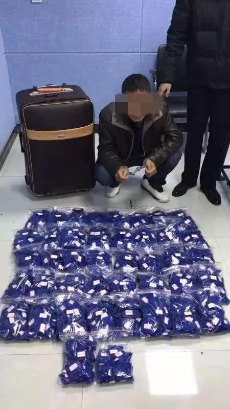 仙桃警方破获一起特大运毒案 缴获毒品23公斤