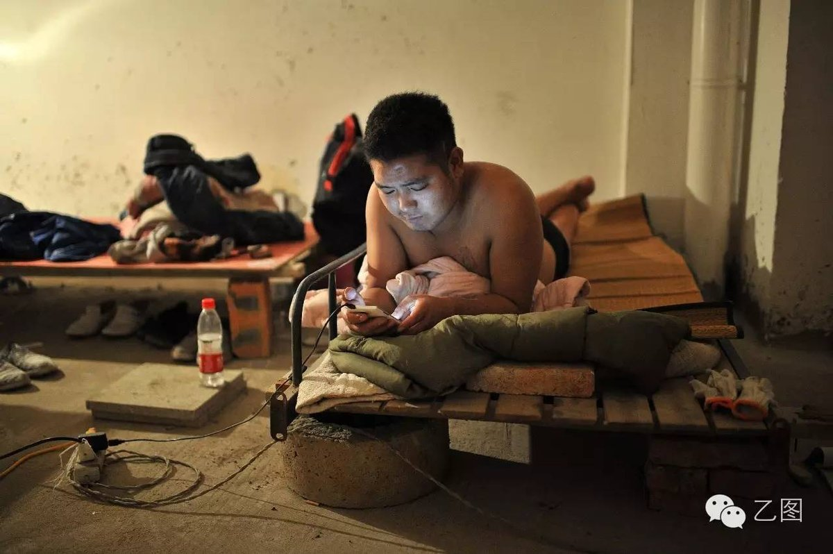民工的夜晚:夫妻和单身民工混居(组图) - 高级工程师 - 二龙戏珠