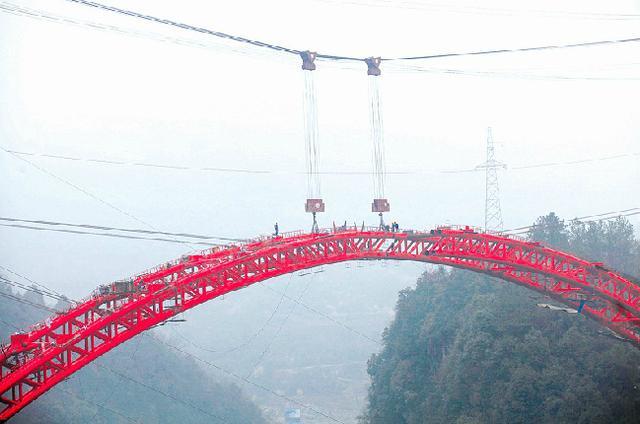 系五峰第一座钢拱桥