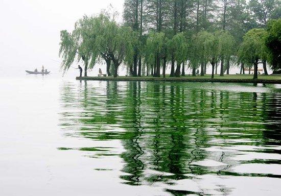 湖畔书香 武汉高校名湖游览攻略