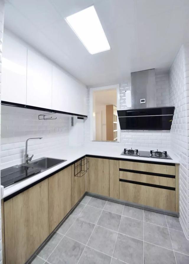 你家厨房墙面还在贴大砖么?