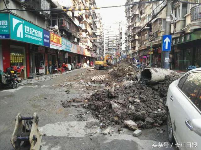 乱挖公共道路还不设围护 施工负责人被拘留3天