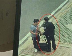武汉一小区违建 记者采访被强势阻拦