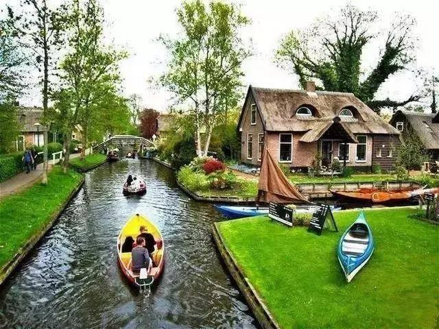存在于现实中的童话小镇 700多年不修公路!