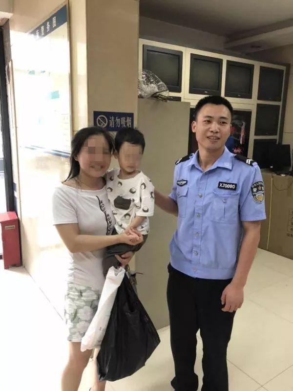 暖心!荆门一两岁男童走失 交警快速找到其家人