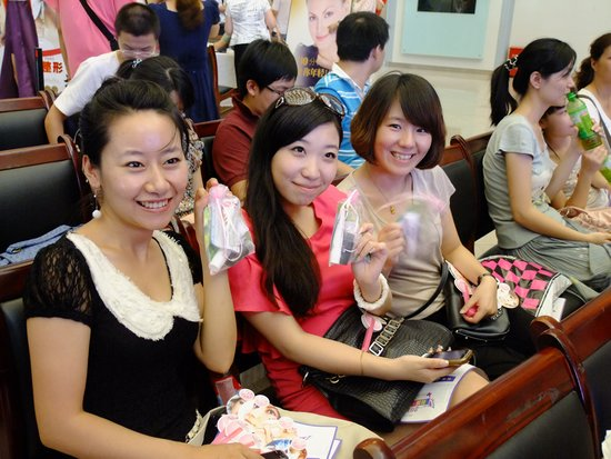 粉红时尚美容盛典 丰富多彩的美丽体验