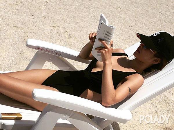 蔡依林穿比基尼日光浴 好身材火辣过太阳