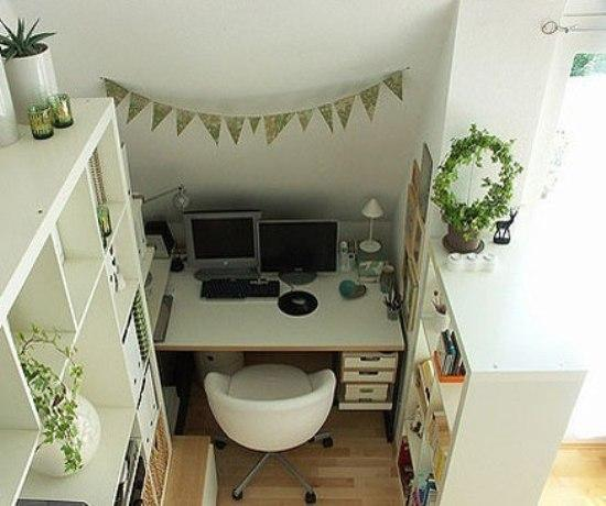客厅隔断效果图:不仅水泥墙、玻璃、布帘可以用来作为隔断,家具