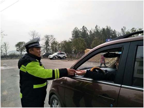 咸丰交警扎实开展春运交通安全宣传工作