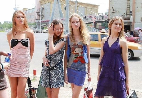 俄美女为何愿嫁中国富豪:人傻钱多or注重家庭?
