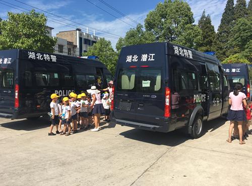 潜江市公安局特警支队举行警营开放日活动