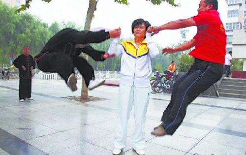 """""""假推手""""闫芳被逐出山门"""