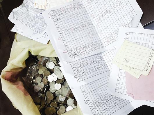 """男子带20多名老乡开""""赌博机公司"""" 月入35万元"""