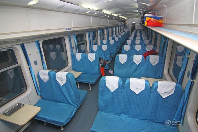 大年初一动车乘客稀少 列车硬座变 硬卧