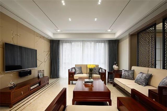 顶面没有主灯,采用射灯及筒灯照明,走在时尚的前沿;   沙发背景墙是一图片