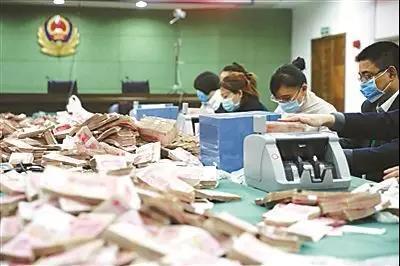 武汉非法彩票网站被查 屋内金砖现金堆成山