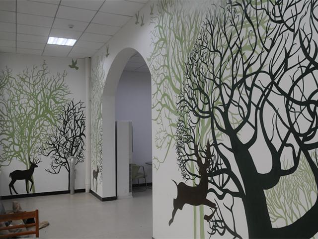 武汉高校30名大学生自费墙绘学校图书馆(图)