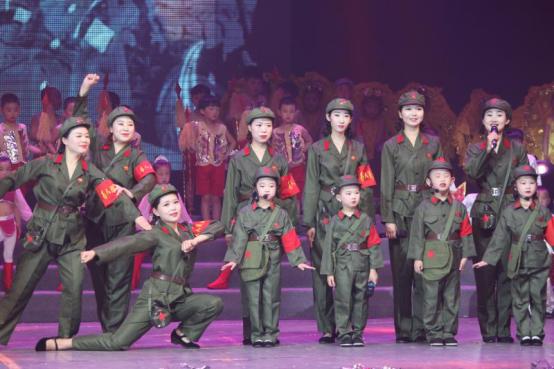 潜江市博艺灵幼儿园举行庆贺建国70周年和建园5周年文艺演出