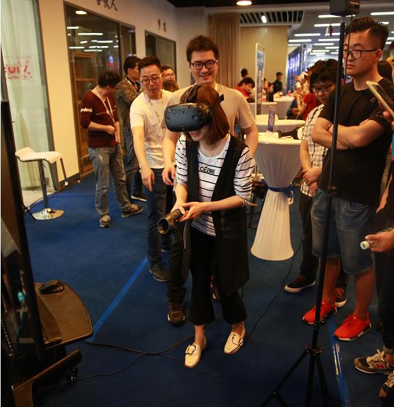 第二届中国VR&AR国际论坛在汉举办 尖板眼亮相