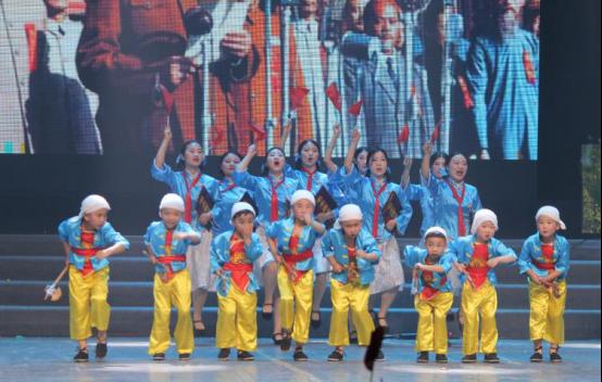 潜江市博艺灵幼儿园进行庆祝建国70周年和建园5周年文艺演出