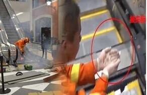 组图:湖北一电梯伤人 3岁男童2脚趾被夹断