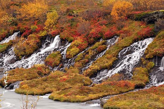 冰岛有个熔岩瀑布 旅行者管它叫魔术瀑布