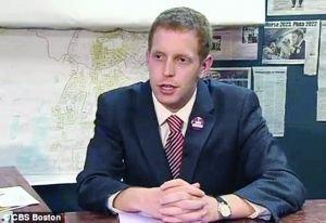 美国22岁毕业生竞选击败67岁对手当选新市长