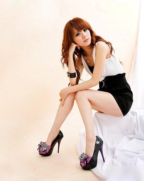 网店热卖台湾视频超高跟鞋做夜店性感性感大精油美女胸女王图片