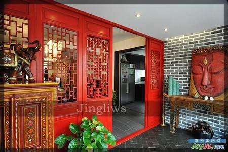 中式风格装修效果图:入户门厅,红色花格门搭配仿古砖墙,异域高清图片