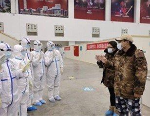 武汉客厅方舱医院首批17位患者已出院