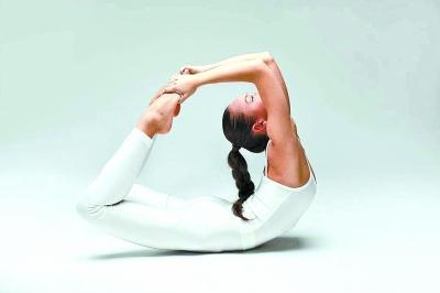 """中国女性正被瑜伽毁掉身体?专家:""""瑜伽毁人说""""是哗众取宠"""
