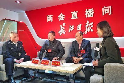 武汉机动车已达275万辆 今年力争开建两湖隧道