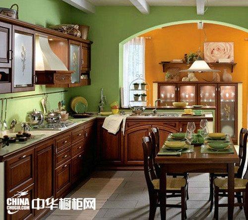 实木橱柜打造浪漫厨房图片