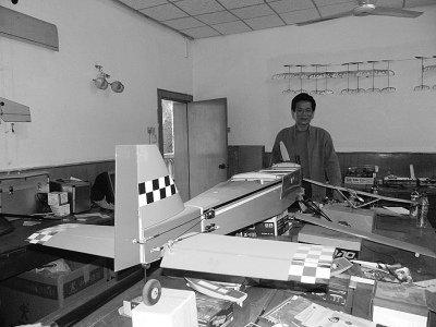 武汉初中老师造无人驾驶飞机 价值数十万(图)