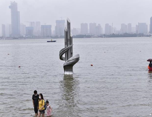 武汉长江水位涨涨涨 市民千万别戏水