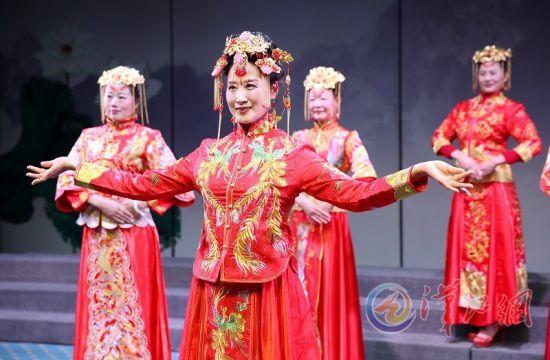 襄阳辣妈迷走秀组建模特队 亮相中国模特春晚