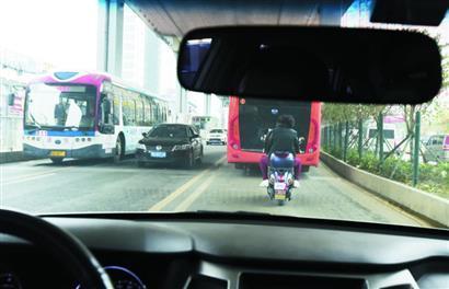 部分BRT廊道放行社会车辆 待辅道修好将重新专用