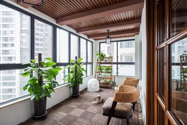 138㎡美式,客厅沙发矮墙后做休闲区,实用档次!图片
