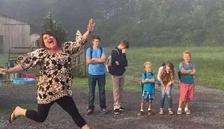 不只是keshia,看着开学的日子越来越近,几乎全世界的父母都快要乐疯了图片