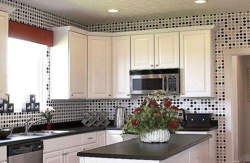 4平厨房装修效果图:黑白圆点马赛克的时尚设计