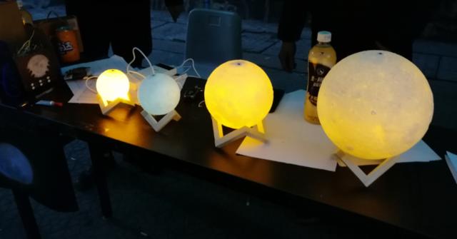 """武汉大学生""""3D打印月球灯""""受热捧  一个月外销上千个"""