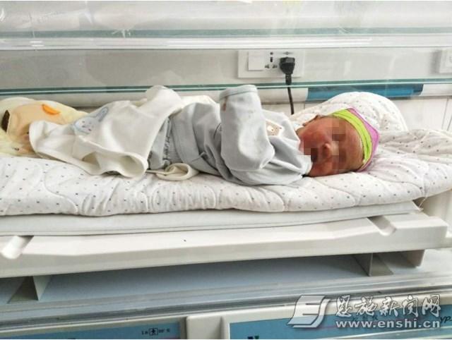 恩施一涵洞内现被弃女婴 仅被塑料袋包裹全身冻紫