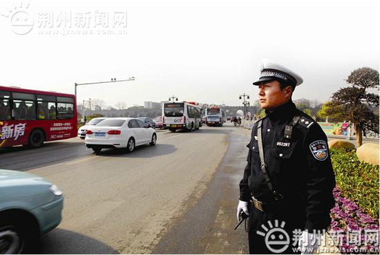 """荆州交管部门开展""""十大行动"""" 剑指九类违法行为"""