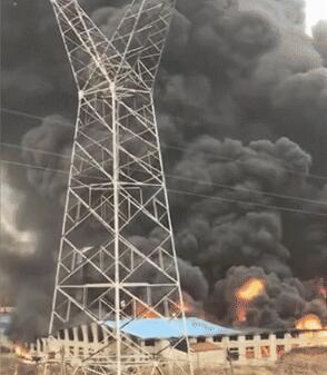 汉川一工厂着火被烧毁 现场烟雾形似蘑菇云