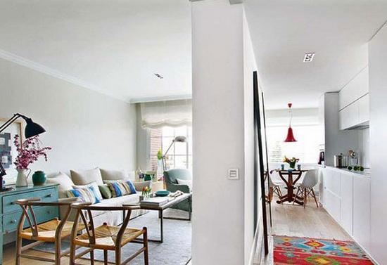 客厅隔断效果图:这种半遮半掩的隔断设计在一定程度上保证了空间