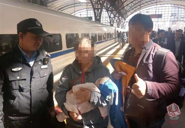 襄阳一肺炎婴儿氧气包快用完 动车乘务员及时救助