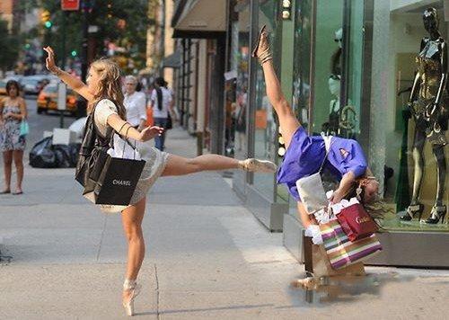 看美女大街上劈腿