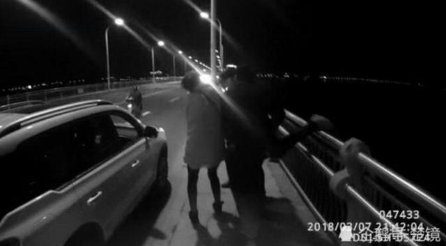 十堰男子驾车途中与女友吵架 弃车跳江轻生